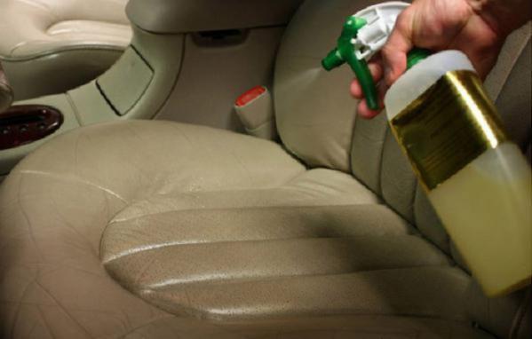 پاک کردن لکه صندلی ماشین