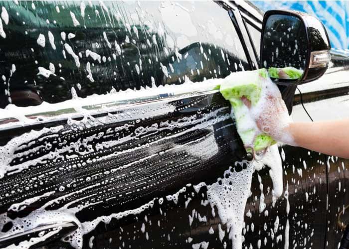 نگهداری خودرو مشکی